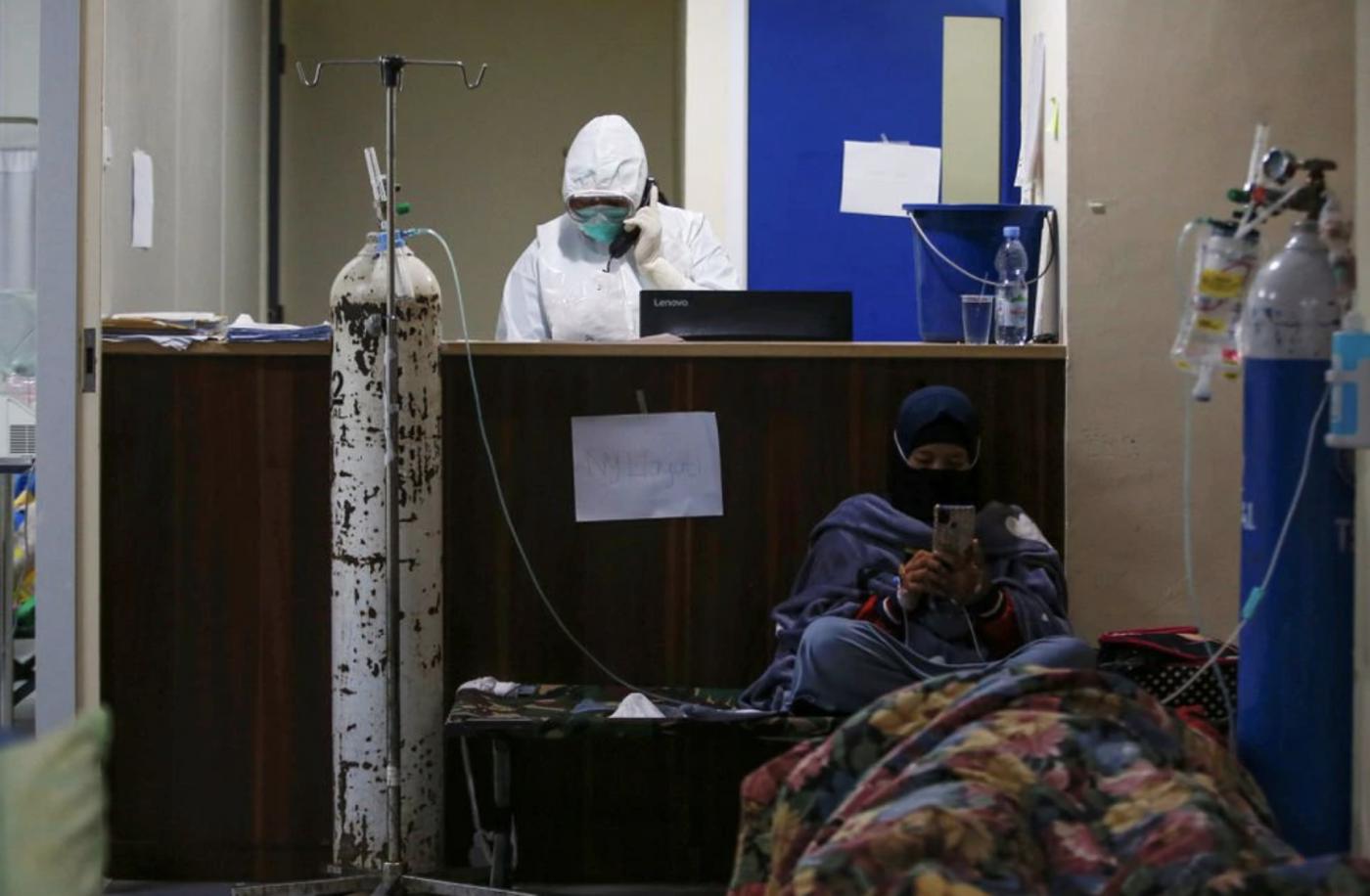 印度的新冠疫情惨状如今在印尼重现_图1-3