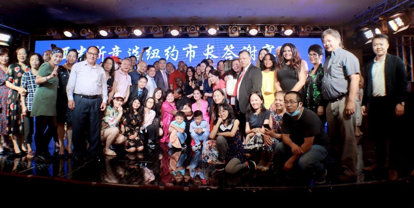 美国V视:亚当斯竞选纽约市长答谢宴会_图1-22