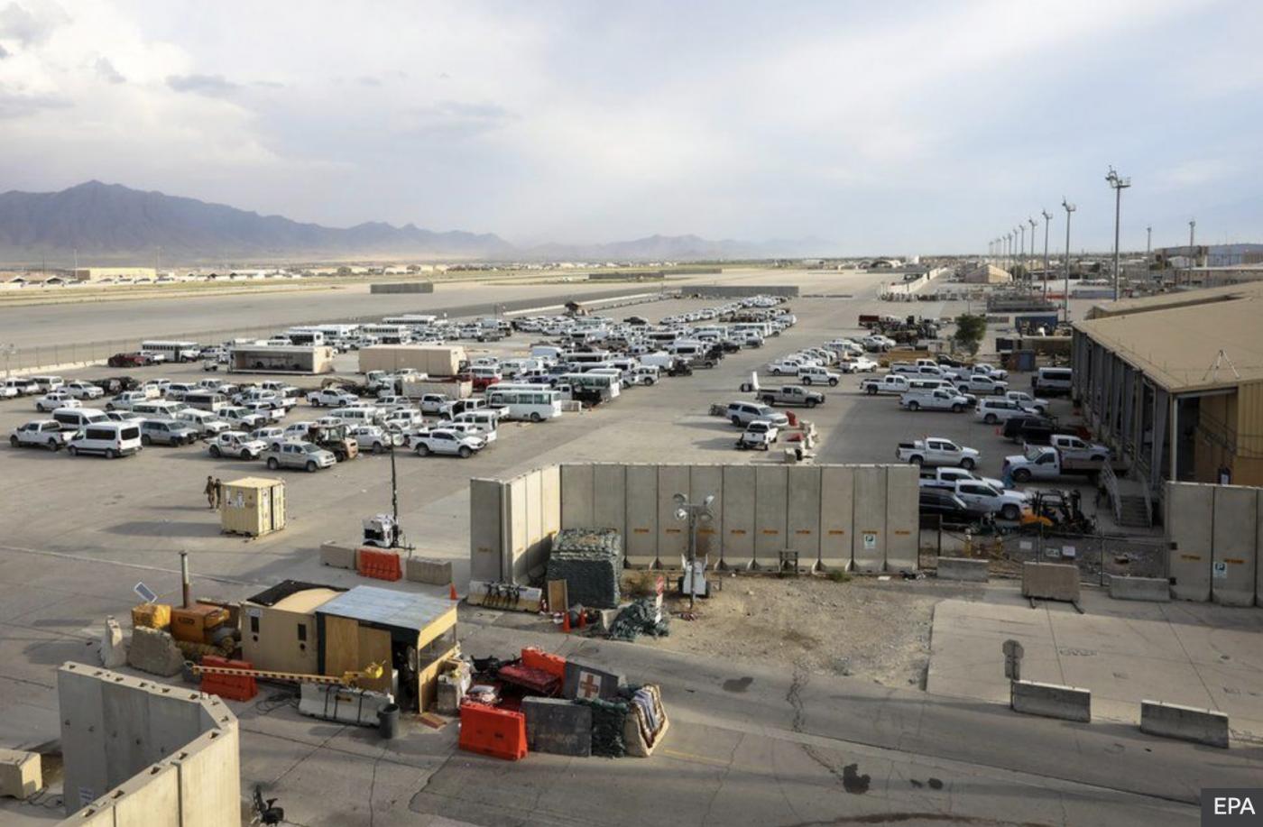 美军在一夜间撤离阿富汗某空军基地_图1-4
