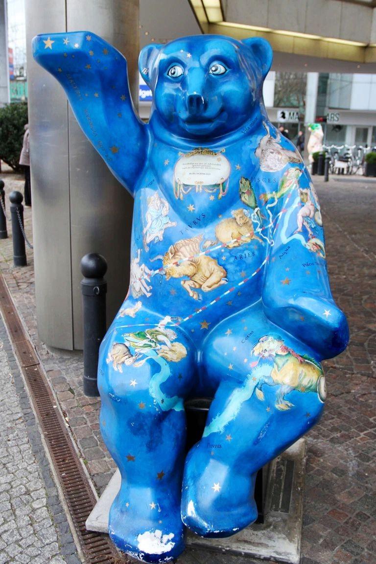 柏林街上的巴迪熊_图1-4