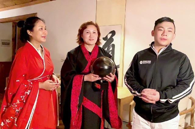 高娓娓:华人在美国被歧视针对,学武自保?地铁打跑恶霸的女柔道冠军收徒了! ..._图1-18