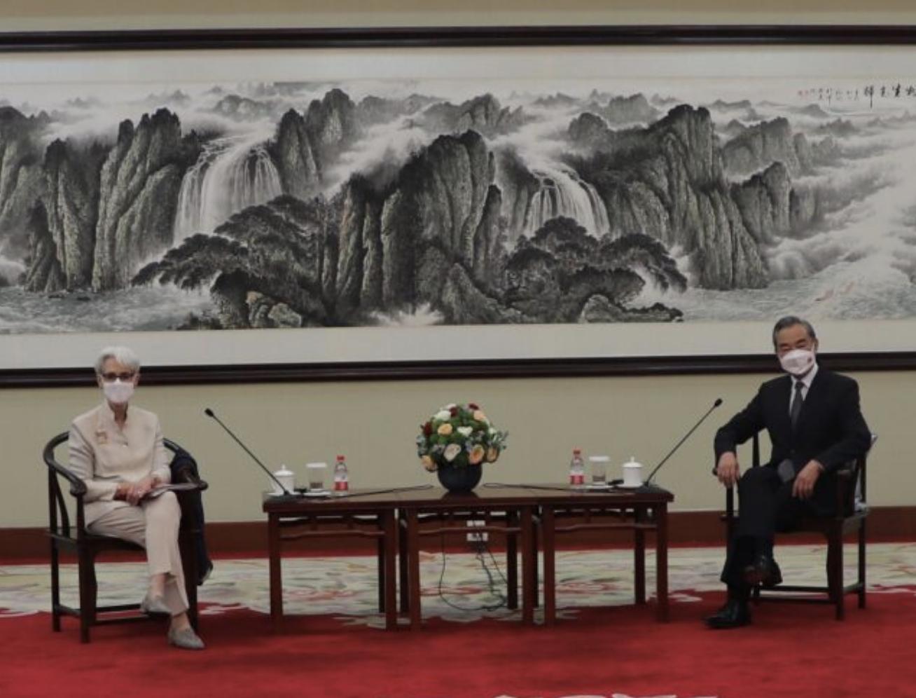 中美外交会谈:气氛紧张、各说各的_图1-1