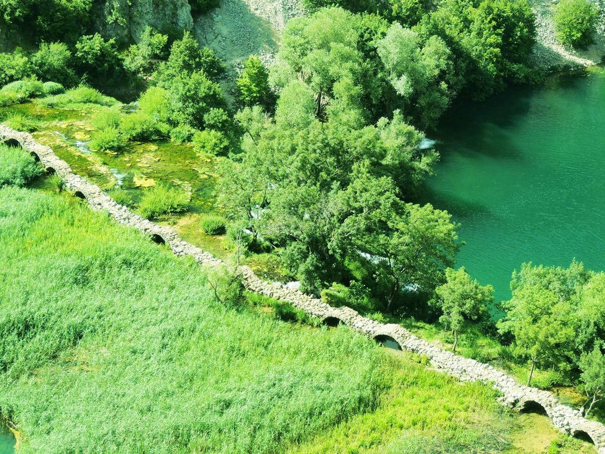 克罗地亚三河形成的湖泊_图1-5