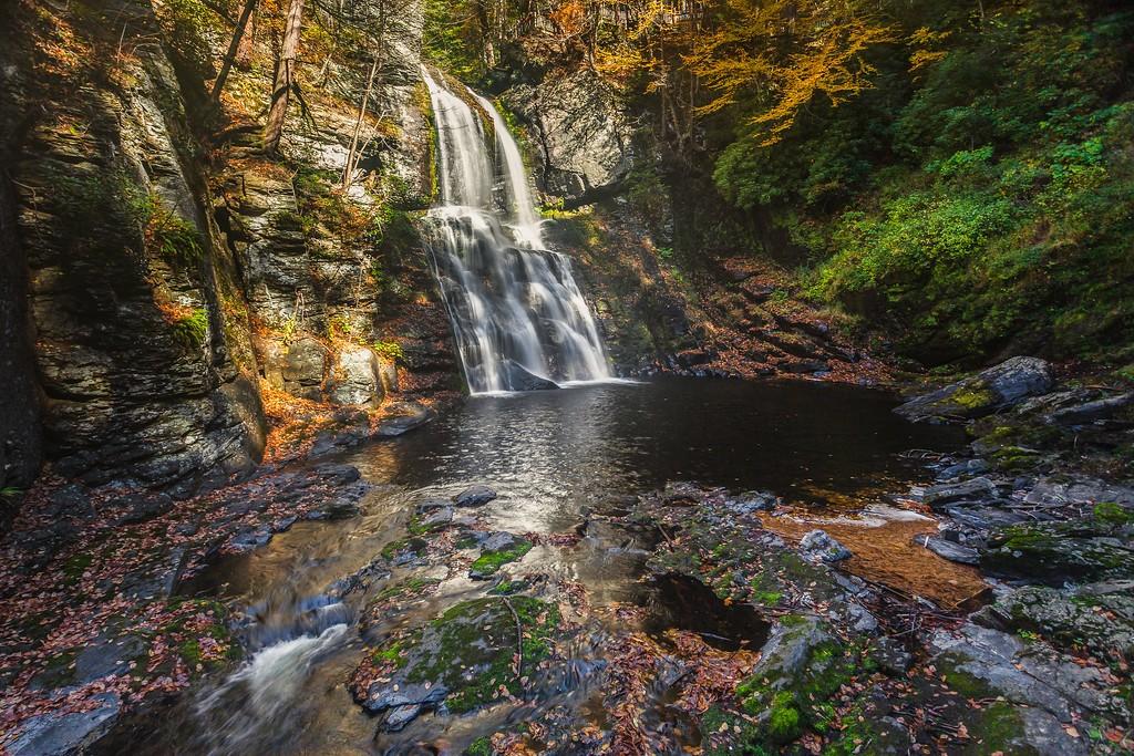 宾州布什基尔瀑布(Bushkill Falls),爬山看瀑布_图1-1