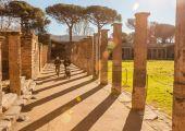 意大利一世纪古城庞贝,那时的露天剧场