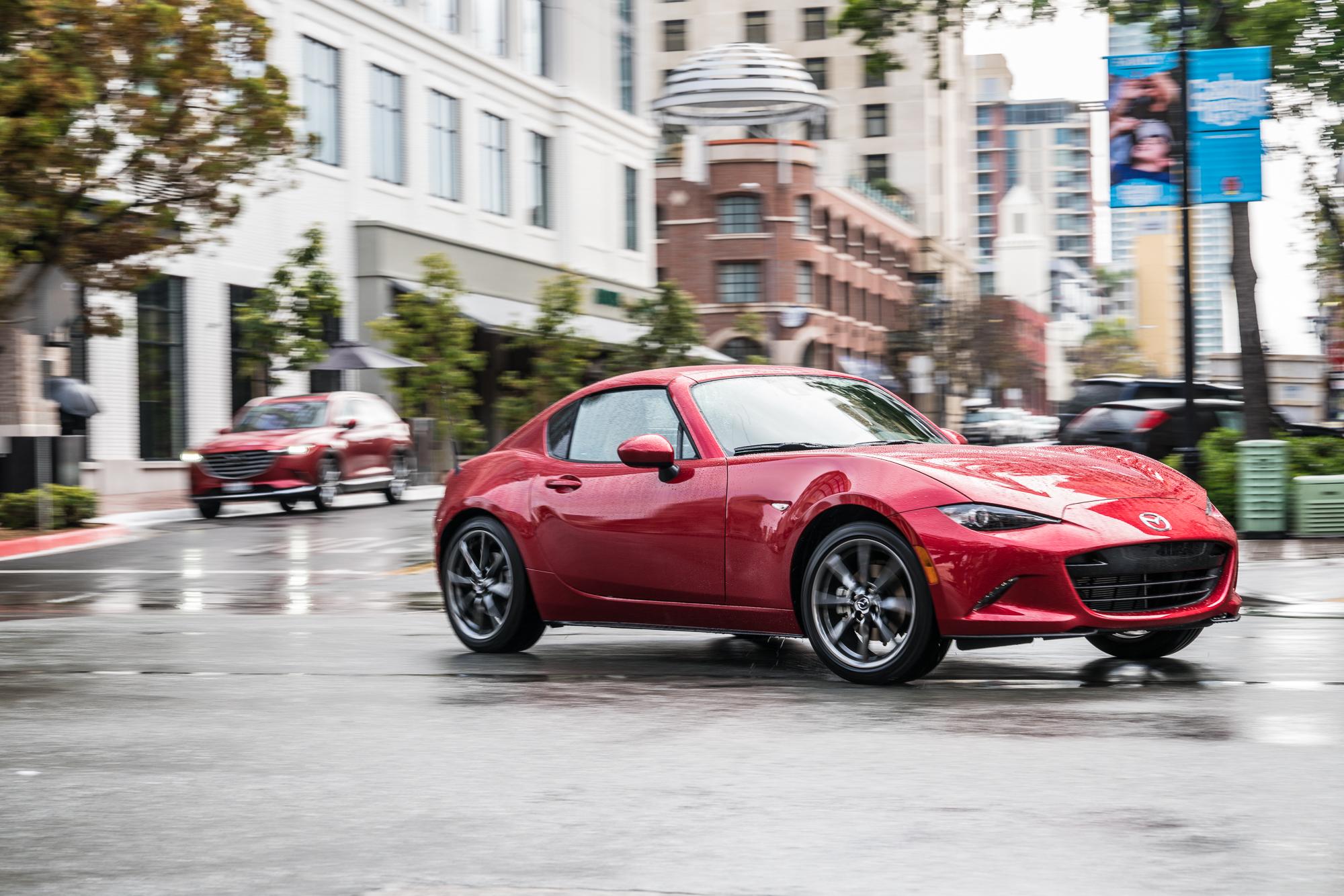 【视频】2017纽约国际车展Mazda隆重推出CX5与MX5
