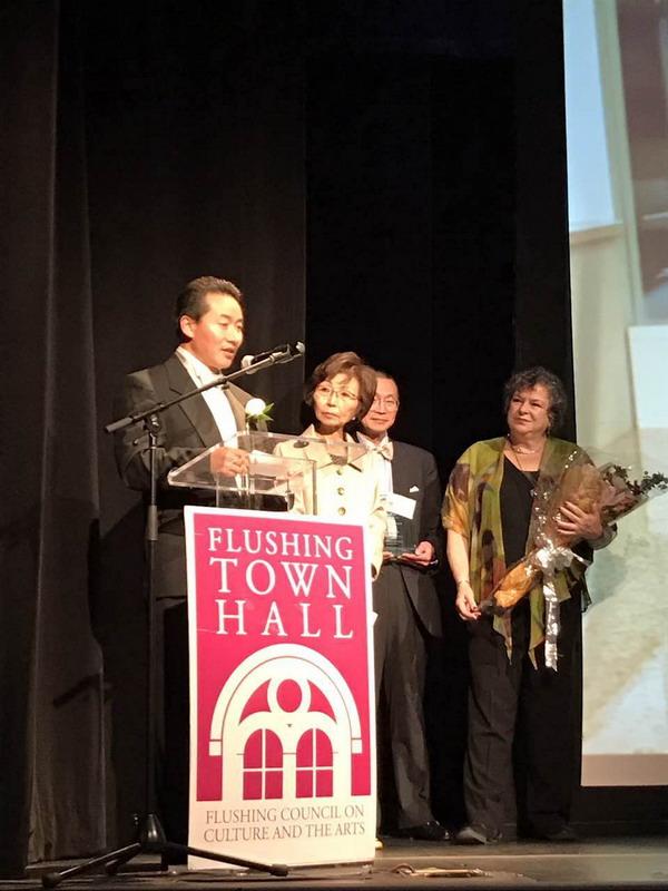 世纪集团总裁徐家鹏先生接受法拉盛市政厅年度表彰
