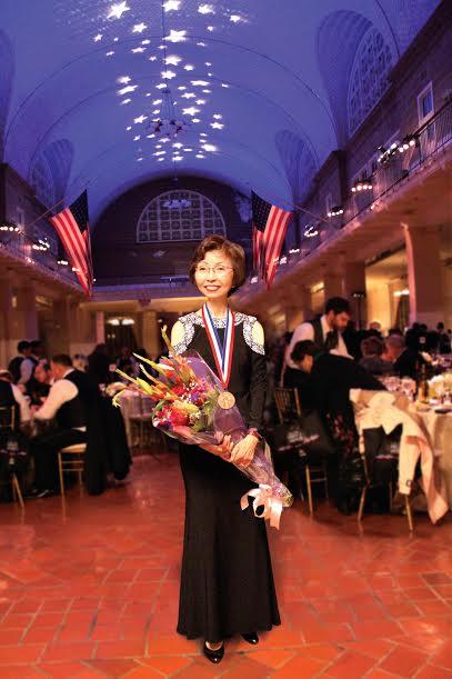 国泰银行曾翁若梅女士荣获2017年艾利斯岛杰出移民奖