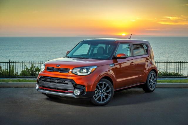 KIA SOUL被PARENTS杂志和EDMUNDS汽车网站评选为2017最佳家庭用车选择系列