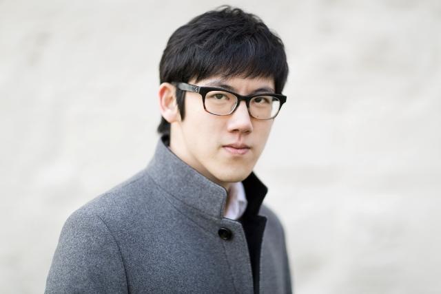 """立即抢票!""""90后""""钢琴家张昊辰卡内基音乐厅11月18日晚首场个人钢琴独奏会"""