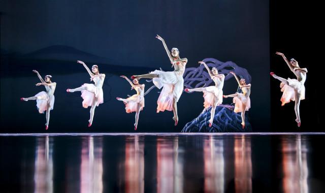 堪比《天鹅湖》的舞蹈名作——大型舞剧《朱鹮》火热抢票中!年前购票享7折优惠
