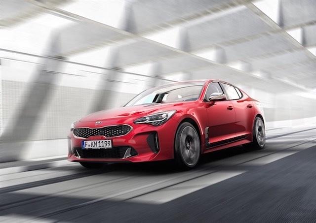全新豪华轿跑车 Stinger 惊艳亮相,现正式发售,立即观看精彩视频!