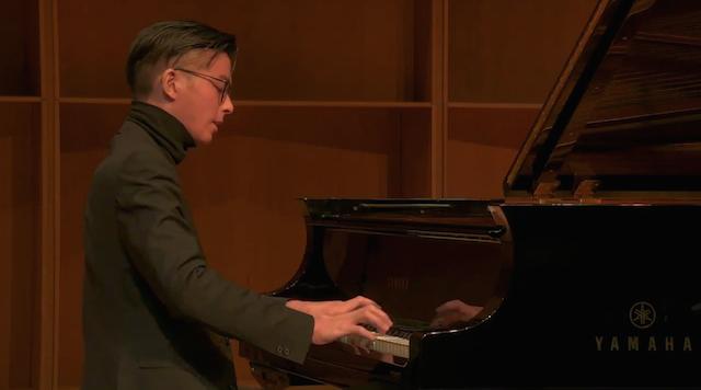 """雅马哈自动演奏钢琴实现""""远程演奏"""" 华人钢琴家获国际大赛第一名"""