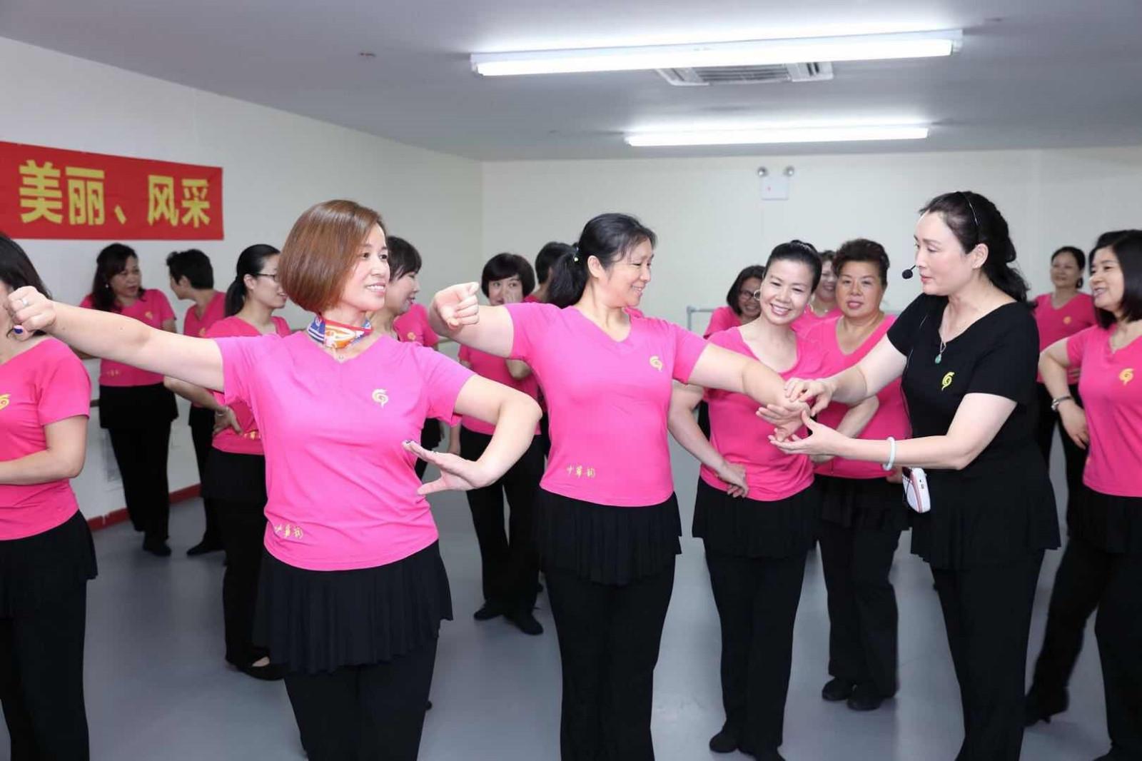 """""""健康、快乐、美丽、风采""""--中华韵让您舞出自信"""