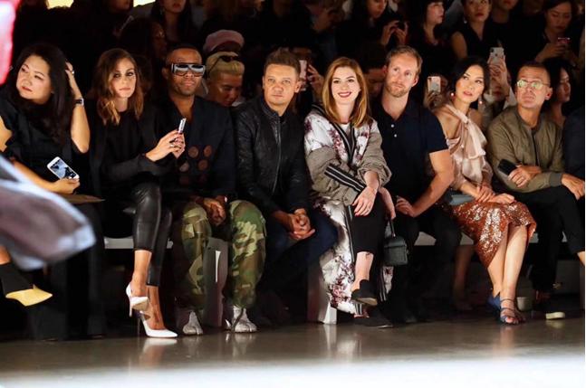 波司登专注羽绒服42年,国际众星助阵纽约时装周