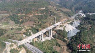 中老铁路中国段首座四线特大桥顺利合龙