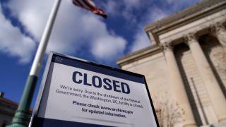 政府关门日子难过 领失业救济的联邦雇员人数翻10倍