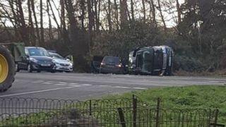 97岁英国女王丈夫菲利普亲王开路虎被撞翻 下车时神志清醒