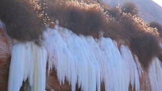 鬼斧神工!中国多地现冰瀑奇观 吸引游人