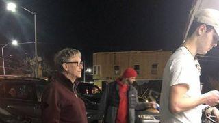 比尔·盖茨排队买汉堡一餐只花7.68美元 网友:不可思议