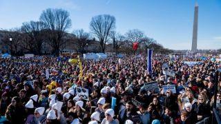 彭斯意外现身年度反堕胎大游行 还带来了川普的…