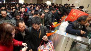 刷脸进站、候补购票、减少重复安检……新举措改变中国人春运回家路途