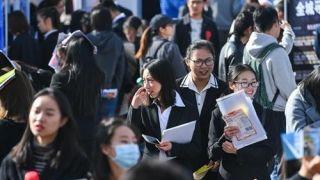 中国国家统计局:月收入2000-5000元人民币为中等收入群体