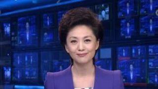 中国47岁央视主持海霞回老家 穿红衣跳扇子舞