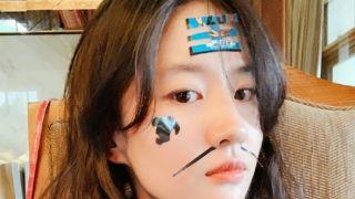 刘亦菲与家人度假晒照 笑容灿烂少女感爆棚
