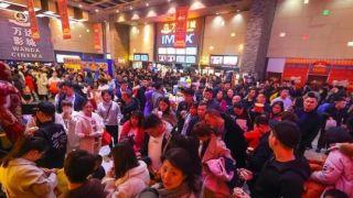 """中国""""最热春节档""""首日票房超¥14亿破全球票房新纪录"""