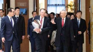 中美经贸高级别磋商谈了一天 会场上时有笑声传出