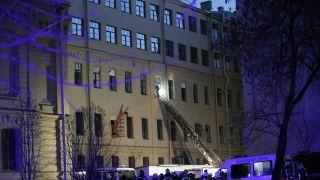 圣彼得堡一大学建筑楼坍塌 屋顶楼层瞬间倒塌