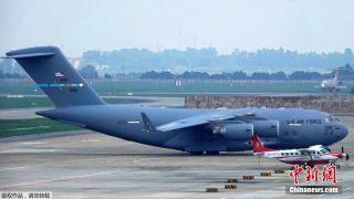 """美国总统专机""""海军陆战队一号""""抵达越南河内"""