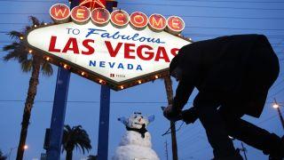 在拉斯维加斯堆雪人 周四赌城比纽约还冷