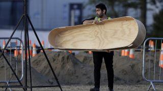 悲痛!新西兰清真寺恐袭案死者下葬,一对父子双双毙命