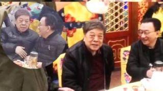77岁赵忠祥和72岁侯耀华罕见同框 热聊心情好