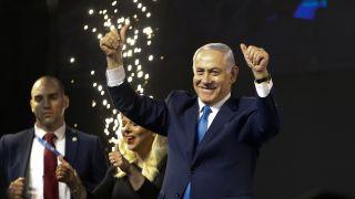 内塔尼亚胡第五次获选以色列总理 川普从空军一号致电祝贺