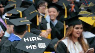 被拒率飙升,申请量走低,H-1B热潮正在消退?
