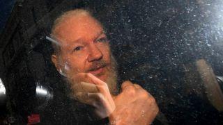 应美国引渡要求 维基解密创始人阿桑奇伦敦被捕