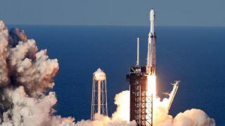 """""""猎鹰重型""""火箭商业首飞发射成功!三枚一级火箭实现回收"""