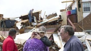 暴风雨袭东南,周末持续发威:酿至少5死