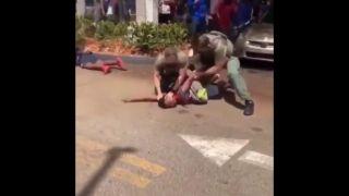 喷胡椒水,拳打非裔少年,涉事佛州白人警察遭停职