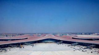北京大兴机场航站楼屋面装饰板装修基本完成 6月竣工