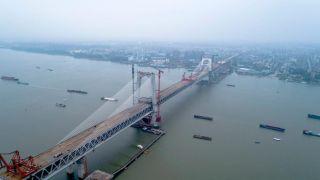 中国商合杭高铁芜湖长江公铁大桥钢梁顺利合龙