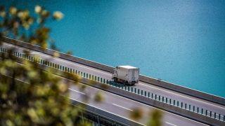 历时6年 投资¥380亿 西藏拉萨至林芝高等级公路全线通车