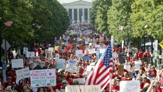 连续第二年 北卡教师劳动节走上街头抗议(多图)