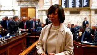 涉嫌滥用职权卖儿童书 巴尔的摩市长辞职