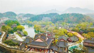 中国影视公司洗牌:北京三分之一剧组停摆 导演当微商