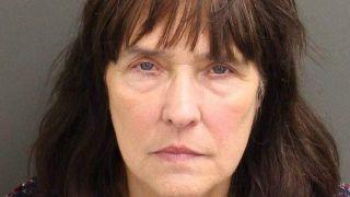 北卡祖奶奶奥兰多迪士尼乐园游玩 却因一瓶药油被捕了