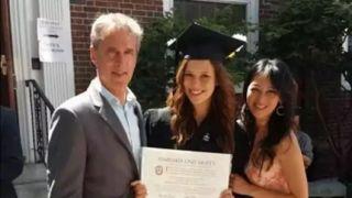 还记得8年前引起热议的虎妈吗?俩女儿双双哈佛毕业